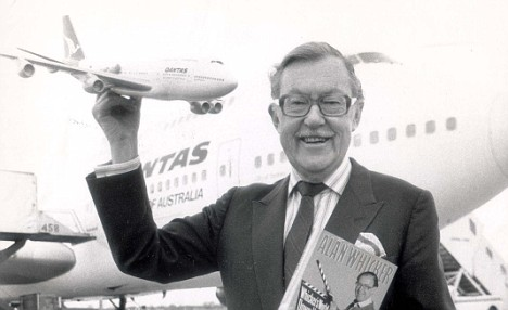 PKT2289-157225 ALAN WHICKER 1988 Alan Whicker.